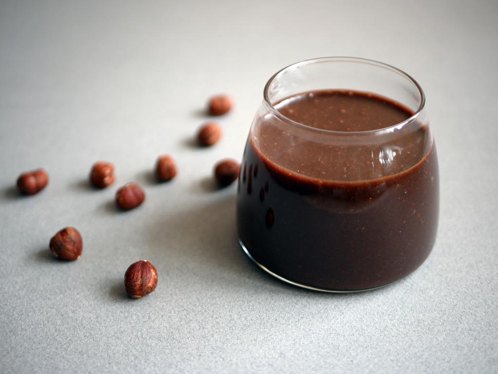 איך לקלף אגוזי לוז (ולהכין ממרח נוטלה)