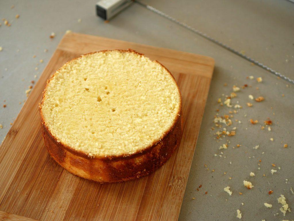 חיתוך עוגת לימון-ליים