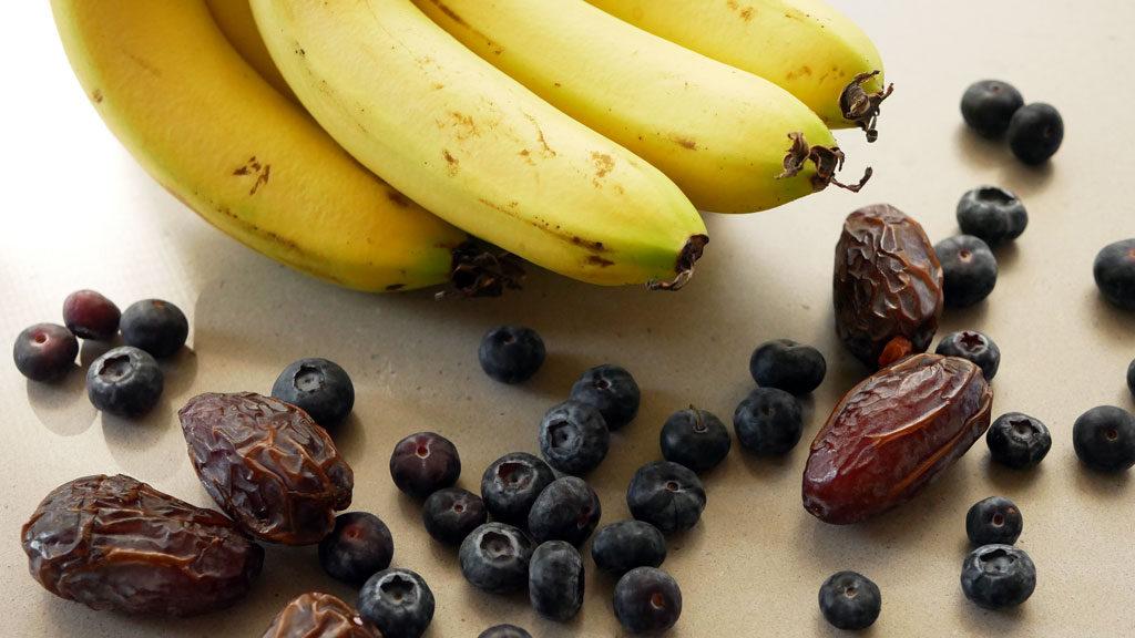 אוכמניות, תמרים ובננות